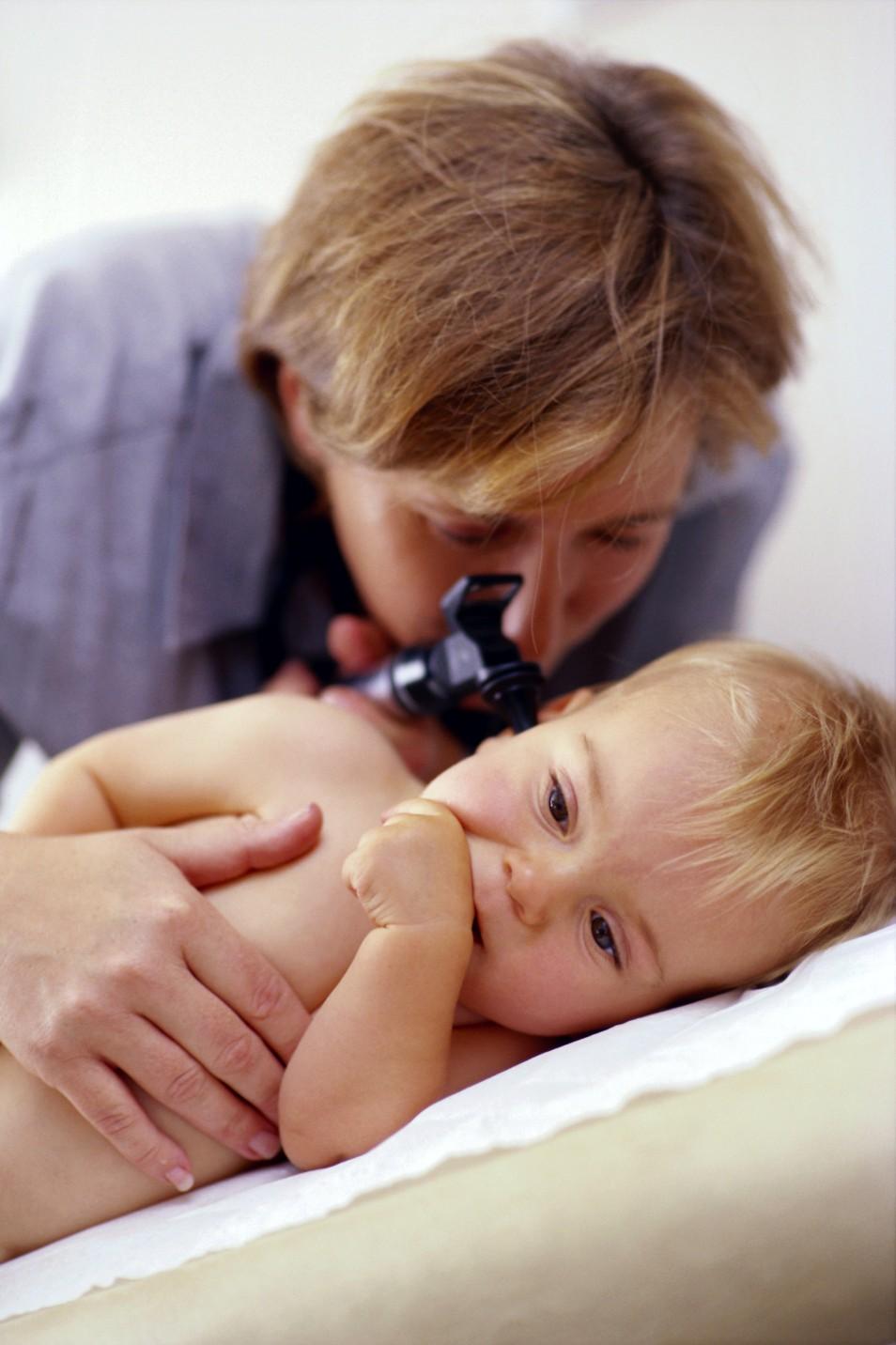 У ребенка болит ухо как лечить ребенку 3 года
